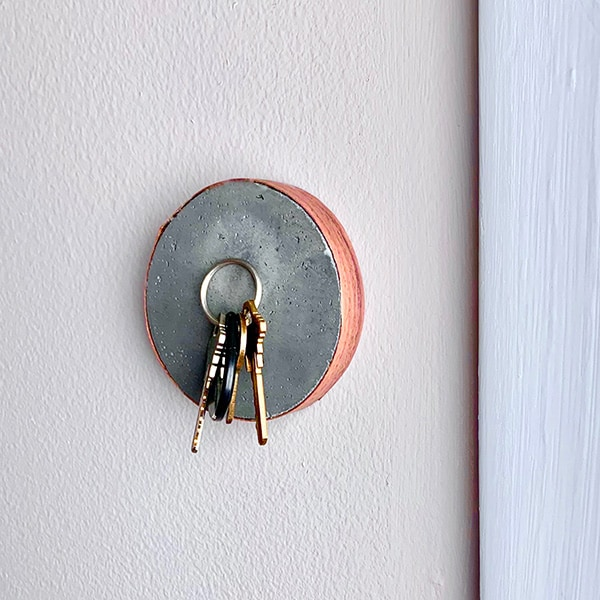 magnetic-cement-key-holder on wall with keys