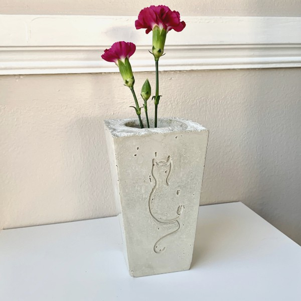 DIY cement vase with cat design recessed