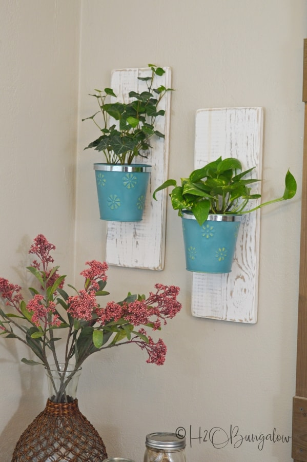 21 Easy DIY Planter Projects using wall hanging vintage