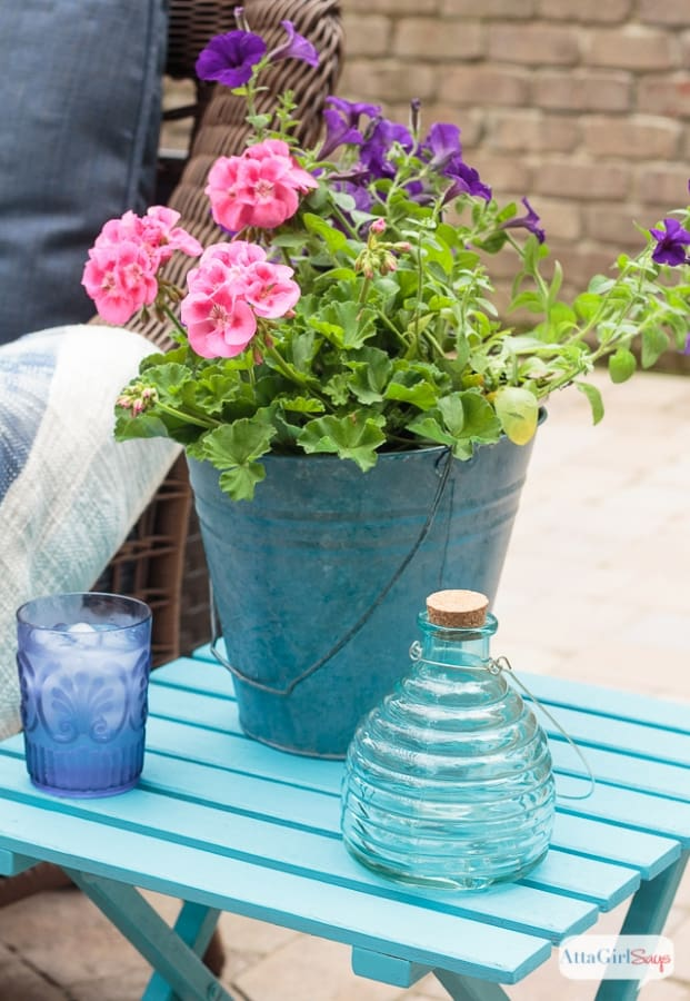 21 Easy DIY Planter Projects using galvanized tin bucket