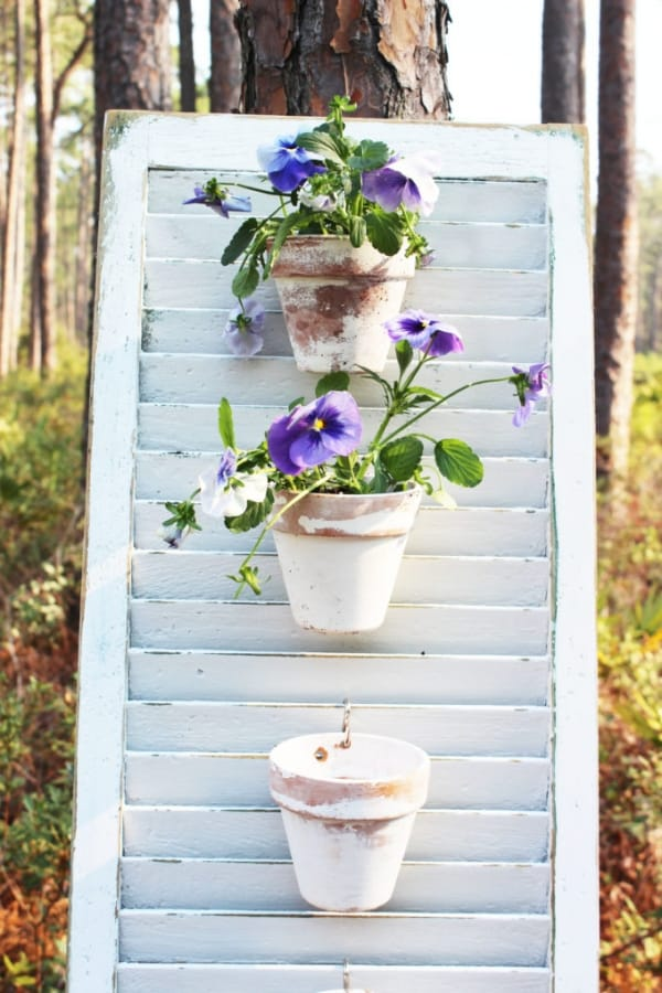 21 Easy DIY using pots hanging on shutters