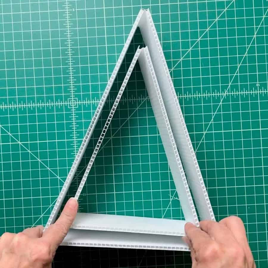 2 triangles, inserted inside the other for concrete mold