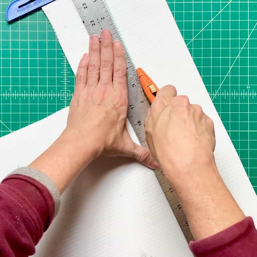 cutting plastic board for triangle planter mold
