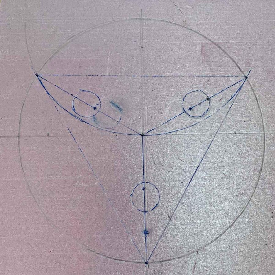 circle with equilateral triangle and leg locations circled