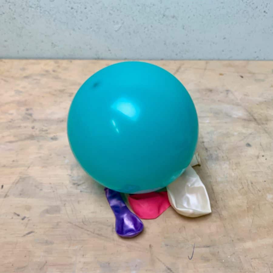 Balloon inflated in table for molding