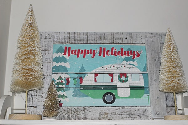 illustration on pallet wood of camper decorated with christmas decorations
