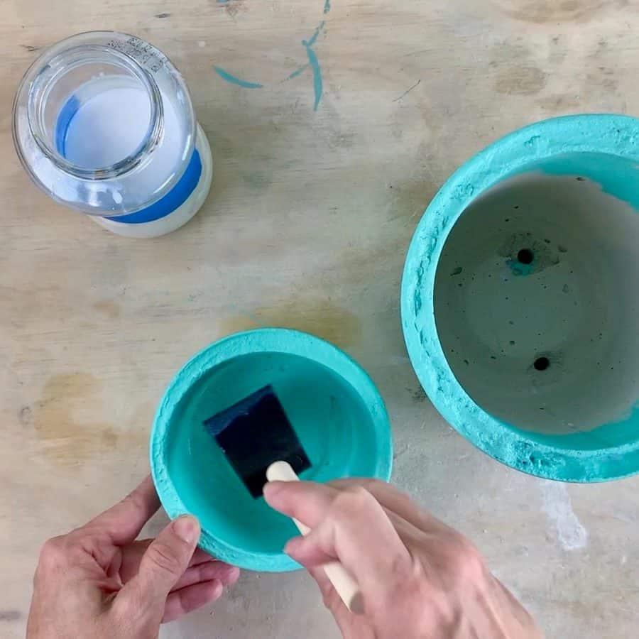 sealing reservoir for diy self wicking concrete planter