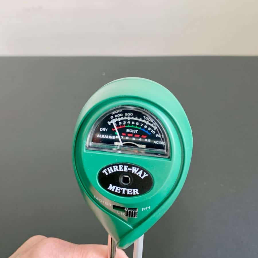 ph soil meter showing 7.5 level of alkalinity