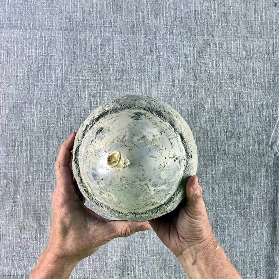 holding cured cement balloon bowl